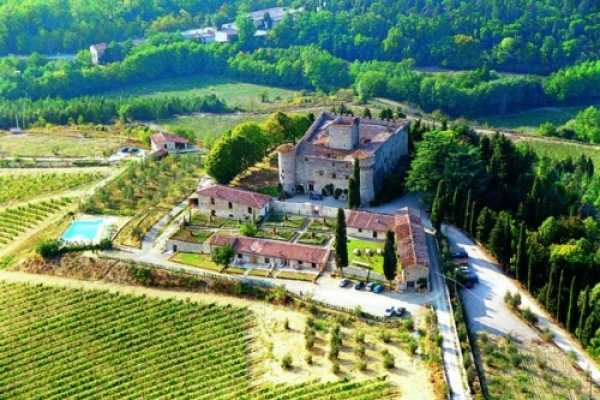 20 vacation rentals apartments in Gaiole in Chianti Tuscany. Exclusive relais in Chianti vineyards with swimming pool and chapel perfect for tuscany w