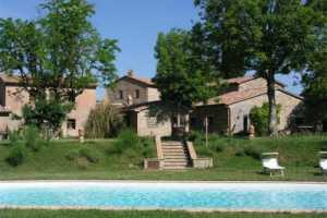 10 vacation rentals apartments near Orvieto in Umbria . A holiday farmhouse with swimming  pool, immersed in the Umbrian countryside.