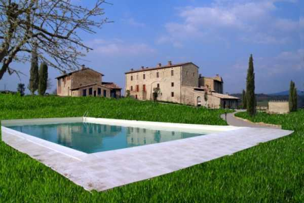 Tuscany tophill vacation farmhouse for rent in Colle Val D'Elsa with pool, close to Siena and Florence with 3 bedrooms and 3 bathrooms