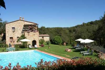 Farmhouse vacation rentals in Sinalunga, Siena, Tuscany. 5 Apartments for rent with pool with an amazing view of Valdichiana area