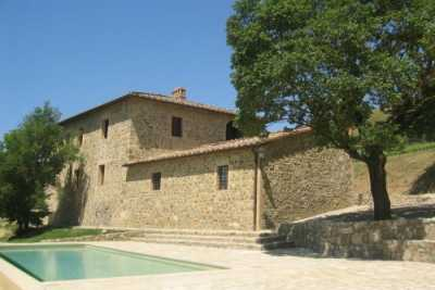 Tuscany vacation farmhouse in Montalcinno, Val dOrcia with private pool with 4 queen size bedrooms and 4 bathrooms up to 8 sleeps