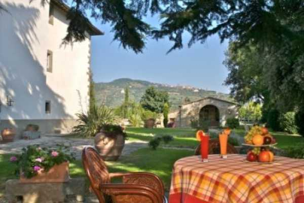 Cortona residenza esclusiva rentals: residence esclusive with pool with pool for rent in Cortona Tuscany, residenza esclusiva accomodations: 30 sleeps