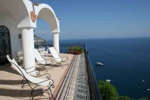 Exclusive luxury villa with private pool with an amazing terrace overlooking Positano and Amalfi Coast