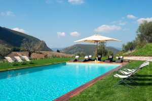 Book now your luxury Villa with a wonderful garden and private pool near Perugia, in Umbria with 6 bedrooms, 6 bathrooms up to 12 beds