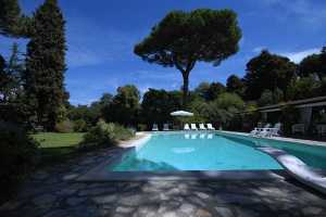 Book now your vacation in Pietrasanta in Tuscany in this beautiful villa for rent with private pool on the sea in Pietrasanta in the province of Lucca