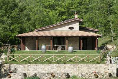 Private farmhouse vacations rentals with pool near Benevento in val di Sannio. Beautuful park immersed in a wood with 2 bedrooms and 2 baths