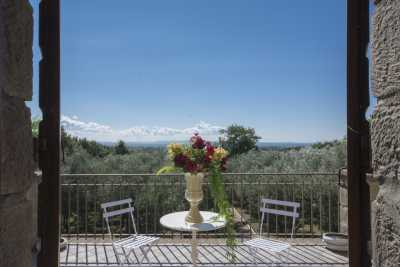 Book now your holiday in Montefiascone in this wonderful private farmhouse for rent in Montefiascone in the province of Viterbo, Lazio, Beautiful ston