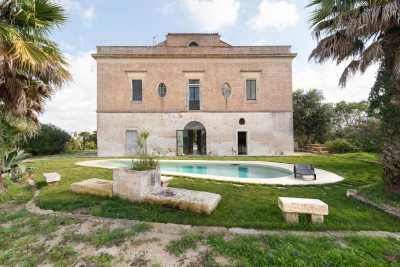 Book now your holiday in Cutrofiano in Puglia private farmhouse with sea view with swimming pool, The building has perfectly preserved its historical