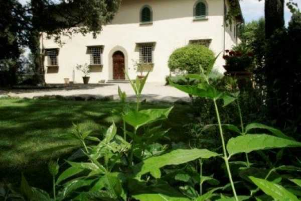 Book now your holiday in Montespertoli in Tuscany in this wonderful exclusive private residence with pool in Montespertoli, Florence