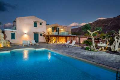 Book now your holiday in Castellammare del Golfo in Sicily in this beautiful private Sicilian villa with swimming pool on the sea Castellammare del Go