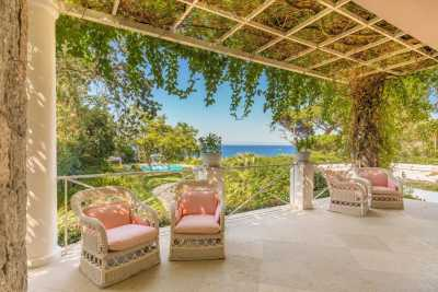 Seafront villa vacations rentals in Italy, exclusive villas by the sea in Tuscany, Sardinia, Amalfi Coast, Apulia and much more