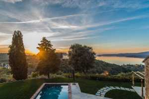 Book now your vacation in Umbria private villa with pool in Perugia, Magione in Umbria, on the hill of Montecolognola, splendid farmhouse