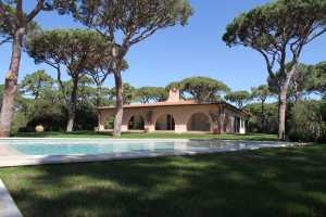 Book now your holiday in Castiglione della Pescaia in Tuscany in this wonderful villa by the sea for rent in Castiglione della Pescaia Roccamare