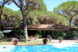 Book now your holiday in Roccamare in Tuscany in this wonderful private villa just a few steps from the sea on Roccamare, Tuscany, rent this villa wit