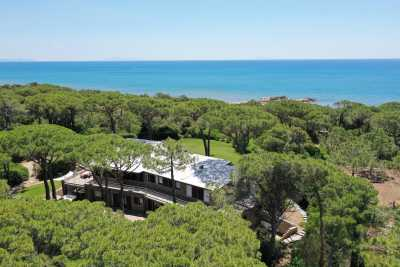 Book now your holiday in Roccamare in Tuscany in this large private villa for rent a few steps from the sea in Roccamare, Castiglione della Pescaia