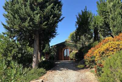 Holiday in this spectacular farmhouse for rent in Castellina in Chianti in the province of Siena in Tuscany with a swimming pool