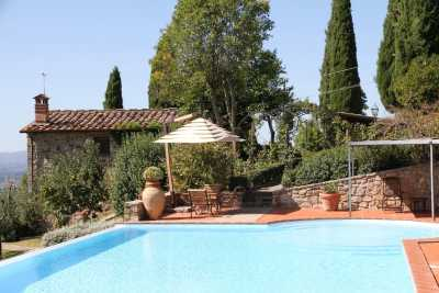 Rent this farmhouse with pool and view in the vineyards in Castellina in the heart of Chianti in the beautiful Tuscany